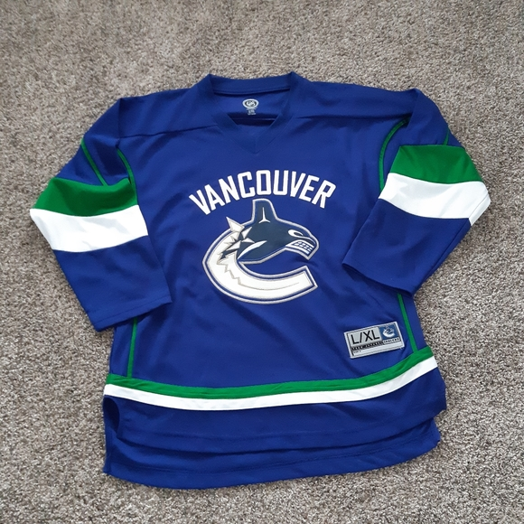 Canucks jersey youth l/xl can fit women's xs-s